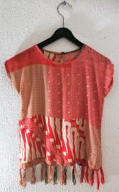 Vrolijk Balinees meisjes setje. Maat 122/128. (6/7 jaar) Shirt sluit met knoopje in de nek. Rokje heeft elastische taille. 100% rayon, Machine was op 30 graden.