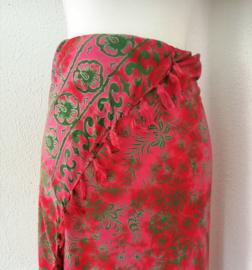 Dubbel batik sarong 'nature' donker roze/groen. 115x150 cm met sarongknoop. 100 % rayon.