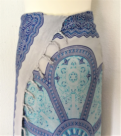 Sarong Mandala XL zacht grijs/blauw tinten.