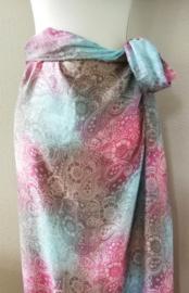 Schitterende instap sarong in unieke batik mandala print,  150x115 cm. Knoop hem direct als rok of jurk, door de  dichte zijnaad. Door het elastische rugpand heeft hij de perfecte pasvorm. 100% rayon. wasbaar op 30 graden. Met sarongknoop.