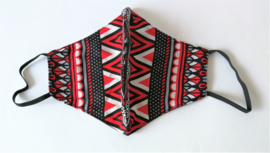 Batik mondkapje rood/zwart/wit.
