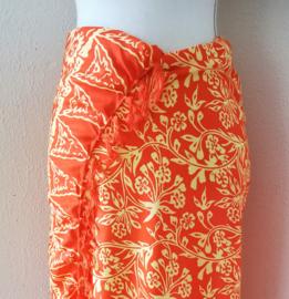 Schitterende batik sarong, oranje/geel. Uit Dian's collectie. 115x150 cm met sarongknoop. 100 % rayon.