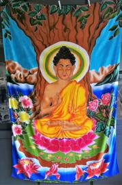 Schitterend wandkleed Boeddha. Omringt door de Balinese natuur. Batik uit Ubud, 1.75 bij 1.15m. Met ophangkoord.