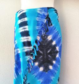 Schitterende tie dye sarong 'labyrint' van zware kwaliteit. Uit Dian's collectie. 115x170 cm met sarongknoop. 100 % rayon.