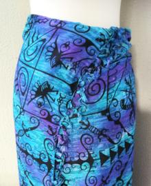 Dubbel batik sarong XL Gekko. Uit de Busana Agung collectie en gemaakt met de BingBatik techniek uit Indonesie. 1.15 x 195 cm. 100% rayon. Wasbaar op 30 graden. Met sarongknoop.
