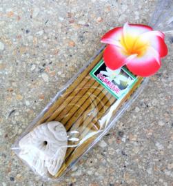 Jasmine wierook sticks. Pakje met 9 staafjes inclusief klein houdertje. Uit assorti. Max 1 product per bestelling.