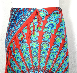 Sarong pauw, rood/blauw/multi. Symbool van onsterfelijkheid.