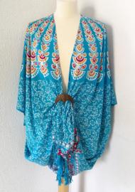 Sarong vest pauw, rood/wit/blauw/oker. Symbool van onsterfelijkheid. 100% rayon, met sarong knoop.