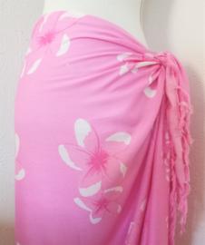 Sarong Frangipani roze/wit. De Balinese bloem die het hart opent. 115x150 cm 100% Rayon (kunstzijde) wasbaar op 30 graden. Met sarongknoop.