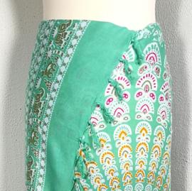 Sarong pauw, zacht groen/multi. Symbool van onsterfelijkheid.