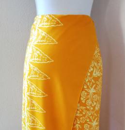 Balinese ceremonie sarong, geel/licht oranje. 170 X 120 cm Wasbaar op 30 graden. Met sarongknoop.