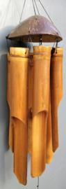 Grote handgemaakte bas windgong,  kokosnoot met bamboo. Met een prachtig diep aardende klank.