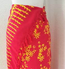 Batik sarong 'boeketjes'. 115x150 cm met sarongknoop. 100 % rayon.