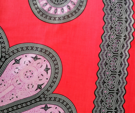 Sarong Mandala, rood/lila/zwart.