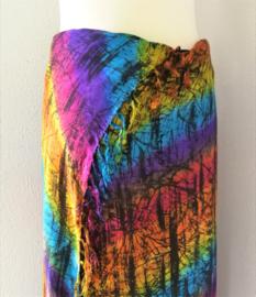 Dubbel batik chakra sarong 'Spinnenweb'. Uit de Busana Agung collectie en gemaakt met de BingBatik techniek uit Indonesie. 110 x 130 cm. 100% rayon. Wasbaar op 30 graden. Met sarongknoop.