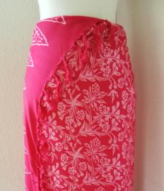 Schitterende batik sarong van zware kwaliteit, roze tinten. Uit Dian's collectie. 115x150 cm met sarongknoop. 100 % rayon.