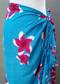 Sarong Frangipani. De Balinese bloem die het hart opent.115x150 cm 100% Rayon (kunstzijde) wasbaar op 30 graden. Met sarongknoop.