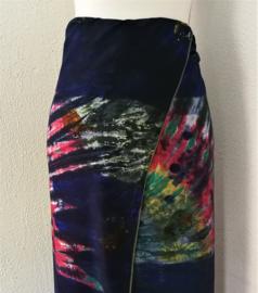 Exclusieve dubbel batik sarong 'onderwater wereld' XXL. Gemaakt volgens de BingTechniek uit Indonesie. Van extra zware kwaliteit. 110 X 200 cm. Wasbaar op 30 graden. Met sarongknoop.