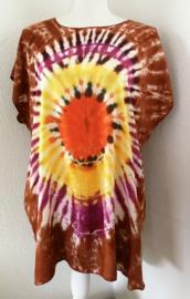 Kleurrijk shirt tie dye Bali, wijdte 134 cm, lengte 72 cm. 100% rayon. Maatbereik 36 t/m 50.