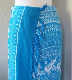 Sarong lichtblauw/wit olifant. Balinees symbool van  kracht, heilige wijsheid en onsterfelijkheid.  115x150 cm 100% Rayon (kunstzijde) wasbaar op 30 graden. Met sarongknoop.