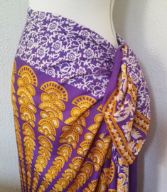 Sarong pauw small.  Symbool van onsterflijkheid. 115x140 cm. 100% rayon, wasbaar op 30 graden. met sarong knoop.