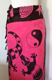 Sarong Bali Gekko yin yang zwart-roze. Symbool voor geluk  120 x 150 cm. 100% rayon (kunstzijde) wasbaar op 30 graden.  Met sarongknoop.