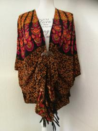 Sarong vest pauw, oranje/rood/zwart/groen. Symbool van onsterflijkheid. 100% rayon, met sarong knoop.