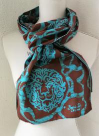 Exclusief batik sjaaltje uit Oost-Java. Choco/aqua. 30x195 cm. 100% rayon. Wasbaar op 30 graden.