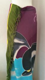 Kinderstrandlaken 'dolfijn'. Limited Edition. Deze vrolijke Bali batik sarong uit Dian's boetiek. 120x170 cm met sarongknoop. 100 % rayon.