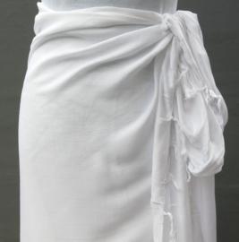 Sarong wit. 115x150 cm 100% Rayon (kunstzijde) wasbaar op 30 graden.  Met sarongknoop.