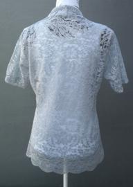 Traditionele Balinese kanten Kebaya korte mouw zacht grijs. Bovenwijdte tot 100 cm, taille tot 96 cm. Ned. maat 42-44. 100% elastische kanten rayon.