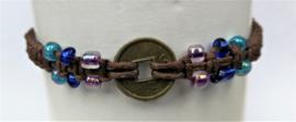 Macramé bracelet choklat. Met Balinees geluksmuntje, 29 cm. Max 1 product per bestelling.