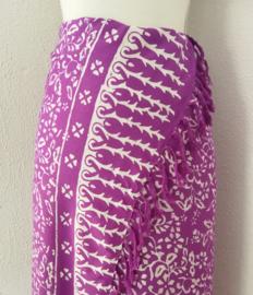 Batik sarong 'Purple Dream'. 120x160 cm met sarongknoop. Wasbaar op 30 graden. 100 % rayon.
