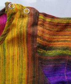 Prachtig handwerk van eigen label. Voor kleurrijke baby's. Balinees new born shirtje. Maat 62/68. (2-6 mnd)100% ademend rayon. Machinewas op 30 graden.