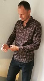 Blouse/overhemd. Model Slim Fit. Balinese L wijdte 104 cm Schouder breedte 45 cm. Mouwlengte 64 cm. Lengte 74 cm. 100% zacht katoen. Ned. maat 48/50.