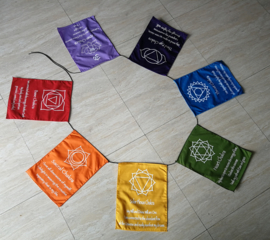 Chakra vlaggenlijn. 7 vlaggen van 30x22 cm. Lengte inclusief koord  2,50 meter. 100% rayon.