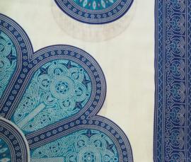 Sarong Mandala,blauw tinten/ gebroken wit.