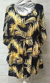 Balinees tuniek jurkje, dé 2020 trend in Indonesie. Bali blad donkerblauw/goud. Bovenwijdte max 160 cm, taille max 154 cm, lengte 82 cm. Op maat te maken door tunnel met koord in de taille, één maat. 100% rayon.