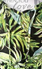 Fantastisch maxi jurkje met waterval zoom en klein mouwtje. Elastische taille. Kan ook strapless gedragen worden. Taille tot 88 cm, bovenwijdte tot 110 cm, heup tot 115 cm. Maatbereik  38 t/m 44. 100% zachte rayon.