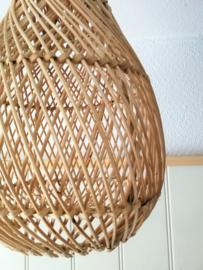 Schitterende grote naturel ovale rotan hanglamp.
