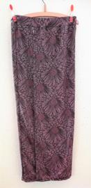 Bali rok, de authentieke en klassieke batik jarik voor de Balinese vrouw. Met elastische taille en diep loopsplit.  Heupwijdte 78 cm taille 70 cm. Ned. maat 146/152. (11-12 jaar) 100% licht elastische rayon