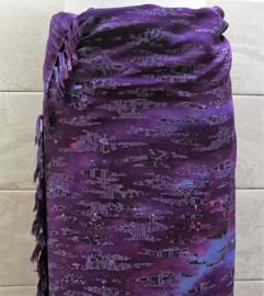 Batik sarong XL. Uit de Busana Agung collectie en gemaakt met de BingBatik techniek uit Indonesie.  120 x 170 cm. 100% rayon. Wasbaar op 30 graden. Met sarongknoop.