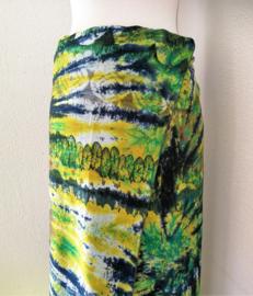Exclusieve dubbel batik sarong XXL uit Dian's boetiek. Gemaakt volgens de BingTechniek uit Indonesie.Van extra zware kwaliteit. 110x 200 cm, met sarongknoop. 100 % rayon.