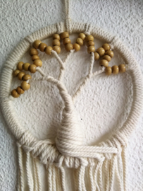 Balinese dromenvanger ' Tree of Life' met  Mala's van Balinees sawo hout.  Drie maal rondom deze Tree of life kom je op het heilige getal van 108 kralen. Hemels en aardend,  56x18 cm
