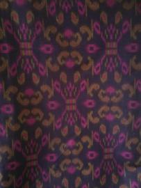 Ikat. Traditionele batik uit het oosten van Indonesie. Lap van 118 X  115 cm.