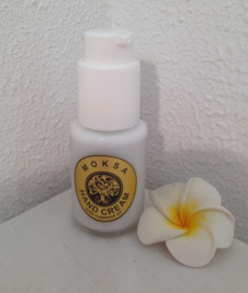 Frangipani- Moksa unieke verrijkende handcreme. Op basis van hazelnoot olie en Frangipani smootthie. 100% natuurlijke ingredienten. 50 ml. Met handig doseer pompje.