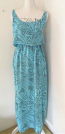Voor lange zwoele zomerdagen. Maxi jurkje 'Bali organic dua', elastische taille, dubbel losvallend bovenpand, gerimpeld achter. Verstelbare schouderbandjes, zijsplitjes. Lang 138 cm. Bovenwijdte tot 82 cm, taille 74 cm, heup tot 108 cm. 100% rayon. 36/40