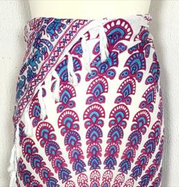 Sarong pauw, rood/blauw/wit. Symbool van onsterfelijkheid.