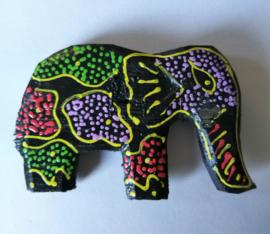 Koelkast magneetje olifant. Beschilderd door de Balinese aboriginals, de Bali Aga. 6 x 4 cm.
