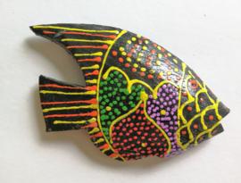 Koelkast magneetje vis. Beschilderd door de Balinese aboriginals, de Bali Aga. 8 x 6 cm.